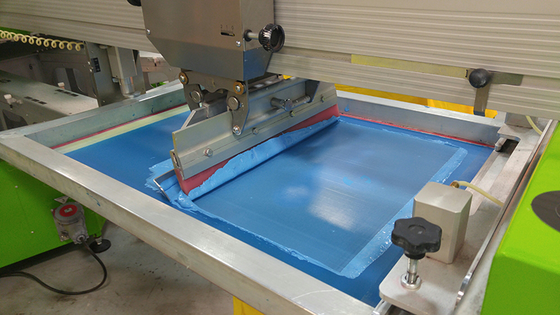 Who Benefits From T-Shirt Screen Printing Services?